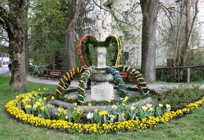Fântână împodobită de Paște în Bavaria. Foto: povești sasești, aprilie 2014