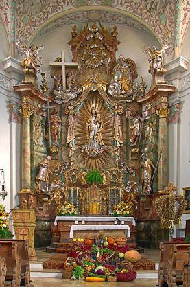 Altar împodobit de Erntedankfest în Bergkirchen, Bavaria, Germania. Sursa foto: wikipedia.org