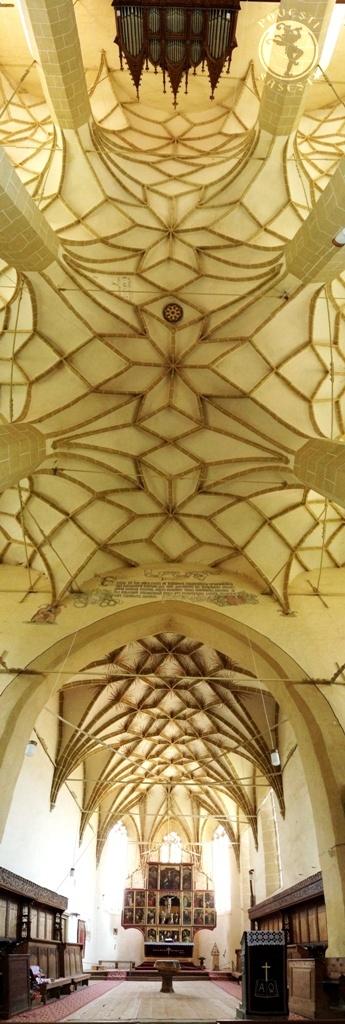 Între altar și orgă, un cer arcuit peste veacuri, cumpănit de arlechini. Foto: Mihaela Kloos-Ilea, iunie 2014, (c) povești săsești