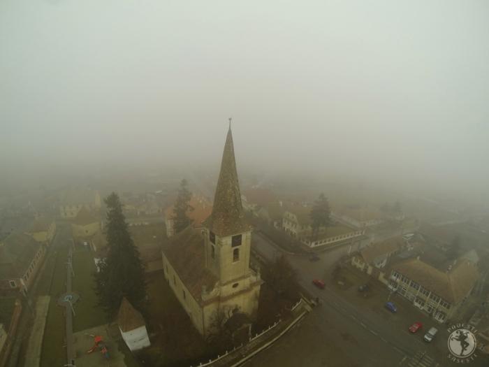 Biserica din Nocrich, într-o dimineață de toamnă. Foto: Mihaela Kloos-Ilea
