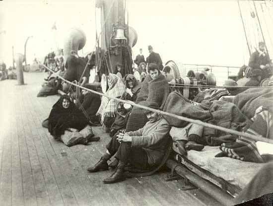 Imigranți pe un transatlantic, în drum spre SUA, cca 1892, sursa foto: ellisisland.org