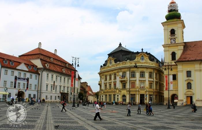 Clădirea Palatului Brukenthal din Piața Mare, Sibiu (a doua din stanga)