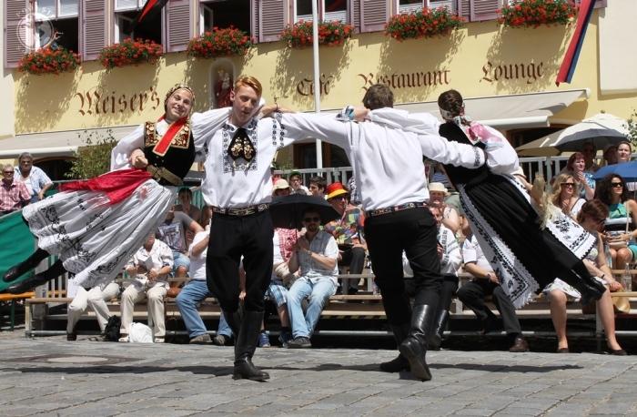 Dans săsesc la Întâlnirea de la Dinkelsbuehl, iunie 2014. Foto: Mihaela Kloos