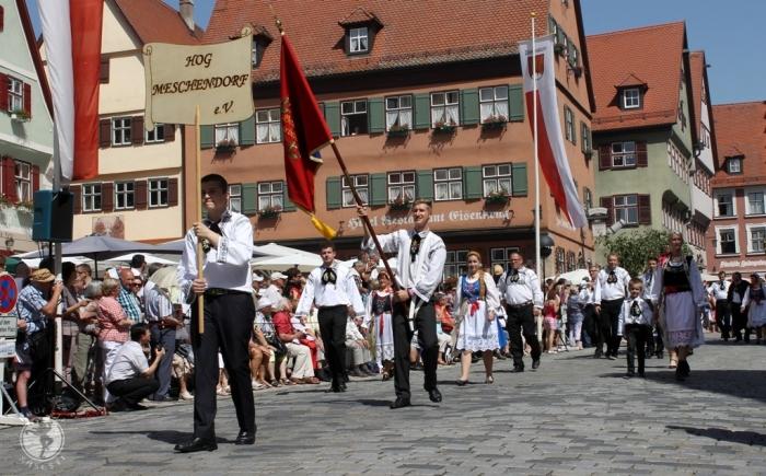 Grupul sasilor din Mesendorf, la Întâlnirea anuală de la Dinkelsbuehl, Germania, iunie 2014. Foto: Mihaela Kloos