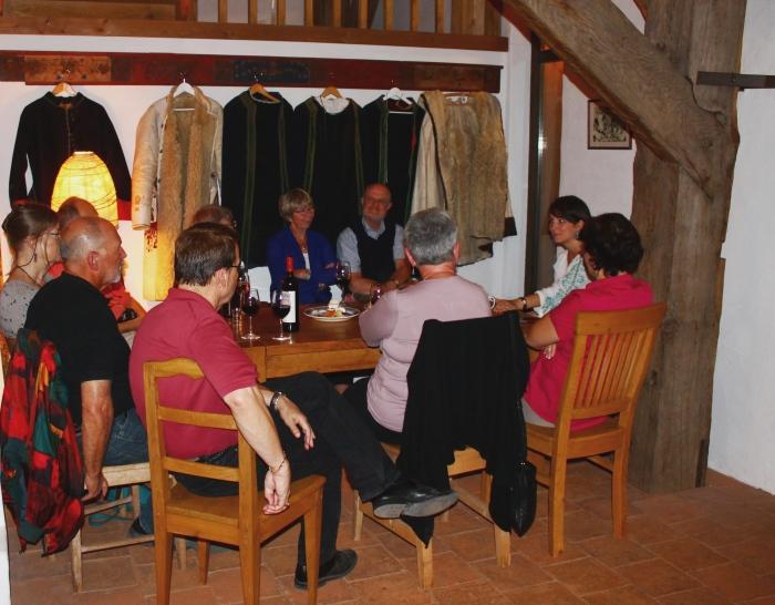Seară de povești săsești într-o atmosferă splendidă la pensiunea Viscri 125