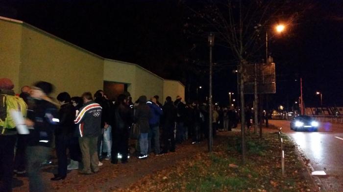 Coada la vot la Muenchen, la ora 6:10.  Foto: Mihaela Kloos-Ilea