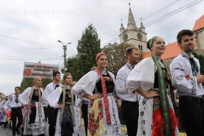 Parada porturilor populare la ediția precedentă a întâlnirii sașilor, Sebeș/Mühlbach, 20 septembrie 2014